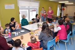 Activité intergénérationnelle : Des enfants initiés à la cuisine