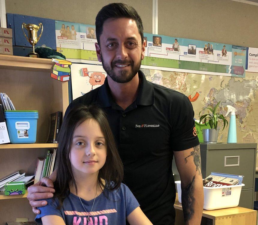 Il achète un vélo-pupitre pour la classe de sa fille