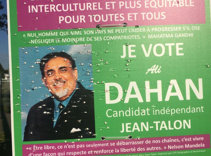 Accusations portées contre le tireur de pancarte électorale