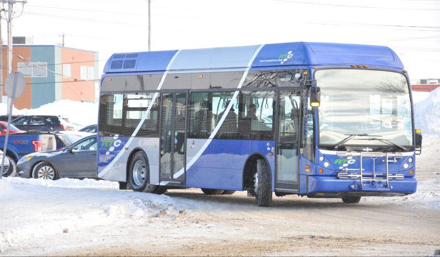Réseau de transport de la Capitale: L'entrée par la porte avant est maintenue