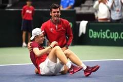 Le Canada et la Slovaquie font jeu égal en lever de rideau de la Coupe Davis