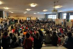 Un concert de musique classique dans leur gymnase