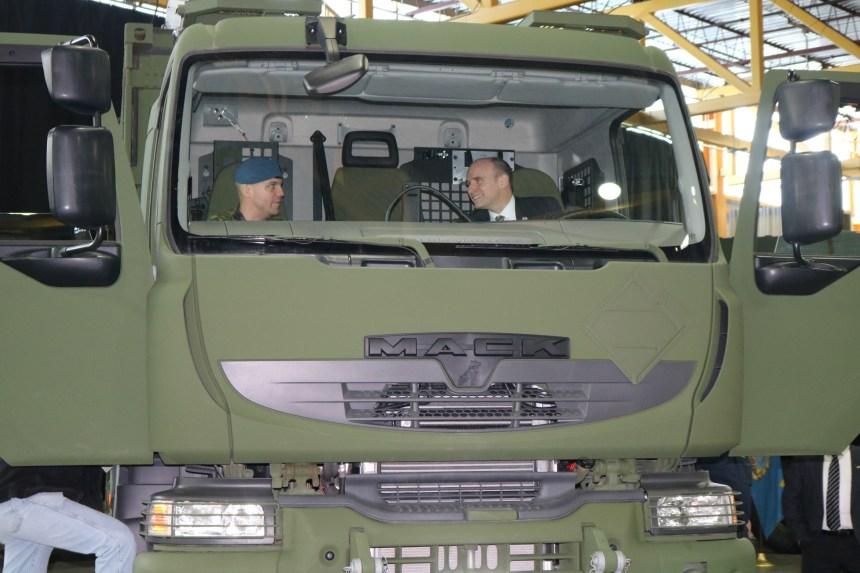 Valcartier reçoit de nouveaux camions logistiques