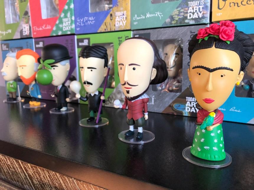 Ses figurines d'artistes populaires dans le monde entier