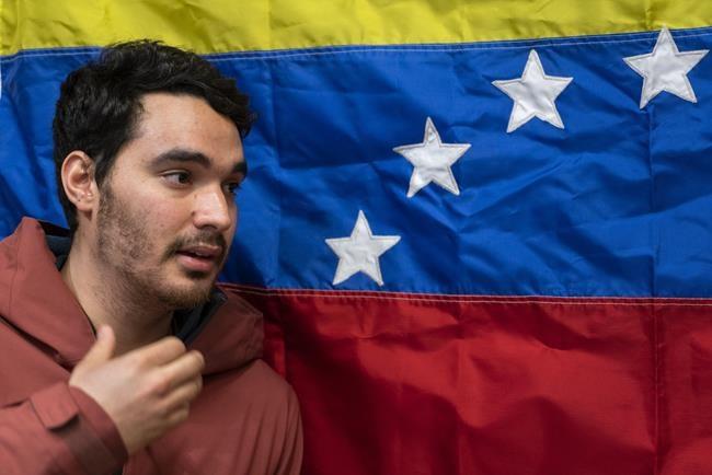 Des Vénézuéliens exilés à Montréal craignent pour le père, ex-colonel emprisonné