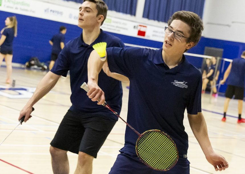 Succès des Dynamiques en badminton et en basketball