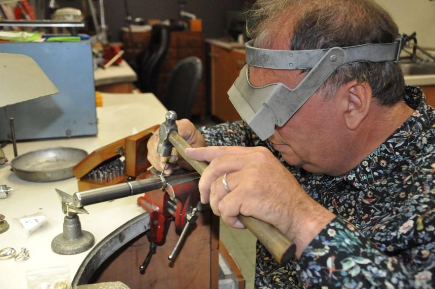 Avec doigté et minutie: Pierre Morency pratique l'art de la joaillerie depuis 30 ans