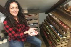 Le coffre au trésor d'Annie Labbé: une collection de 50 000 boutons dans ses tiroirs.