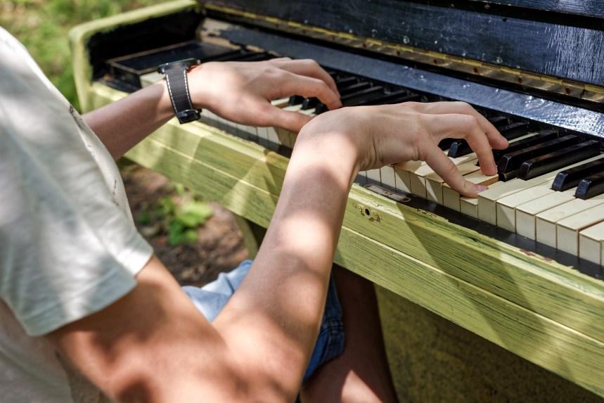 Deux pianos publics dans le quartier Montcalm