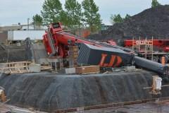 Chantier en construction angle Robert-Bourassa et Lebourgneuf: une grue renversée