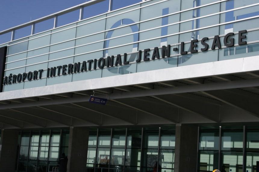 Intervention policière et évacuation à l'aéroport Jean-Lesage