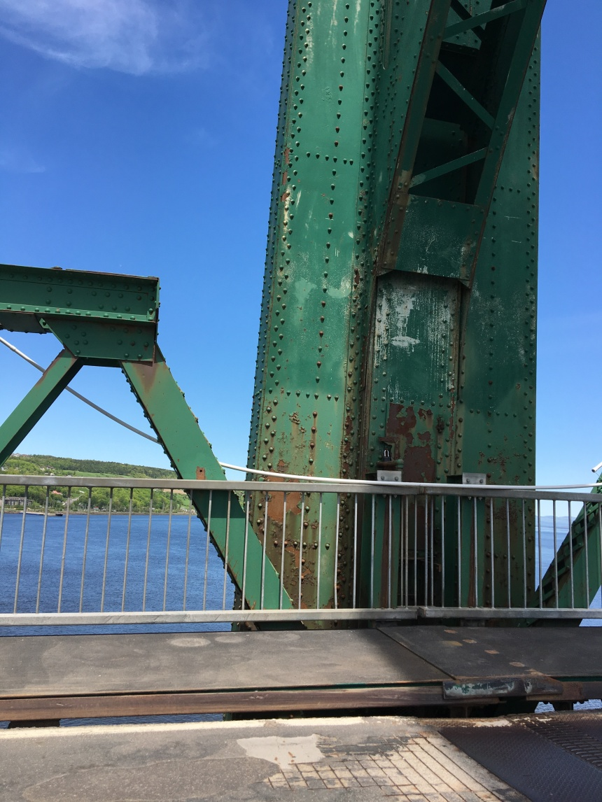 Travaux d'inspection de la structure du pont de l'ile