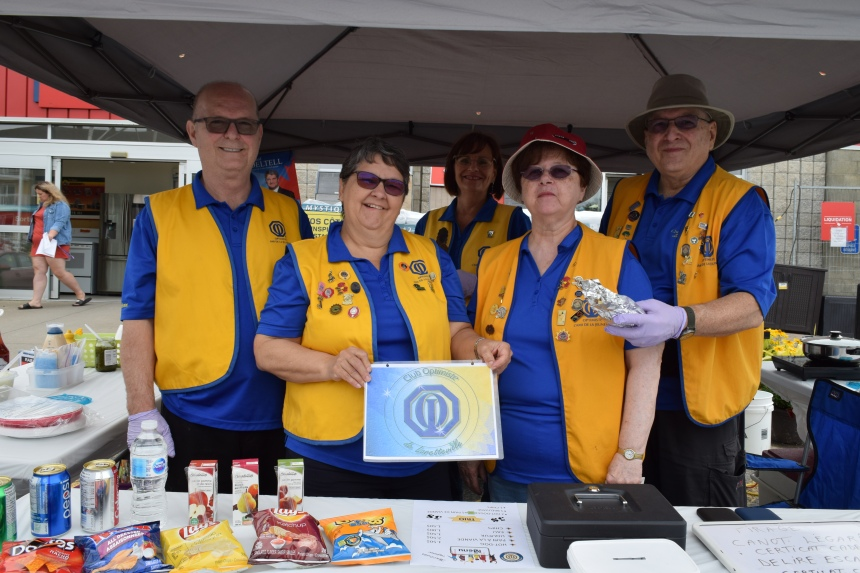 Journée hot-dogs pour le club Optimiste de Loretteville