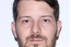 Arrestation d'un homme pour des infractions de nature sexuelle