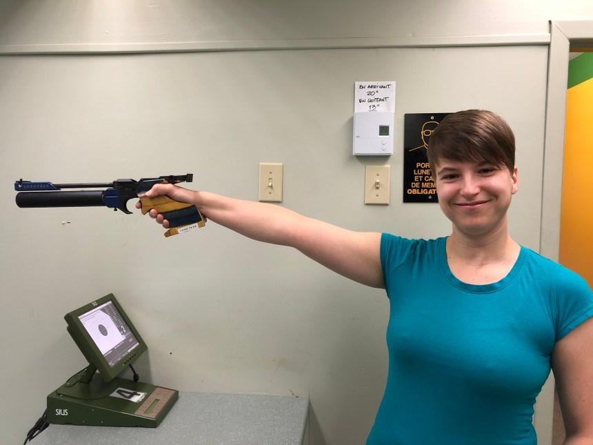 Championne de tir au pistolet en un an et demi