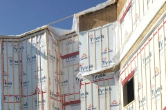 Conclusion d'enquête sur la chute mortelle d'un apprenti charpentier-menuisier – Le travailleur a reculé sans moyen de protection