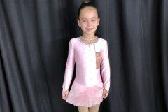 Une jeune patineuse de la Côte remporte un ruban