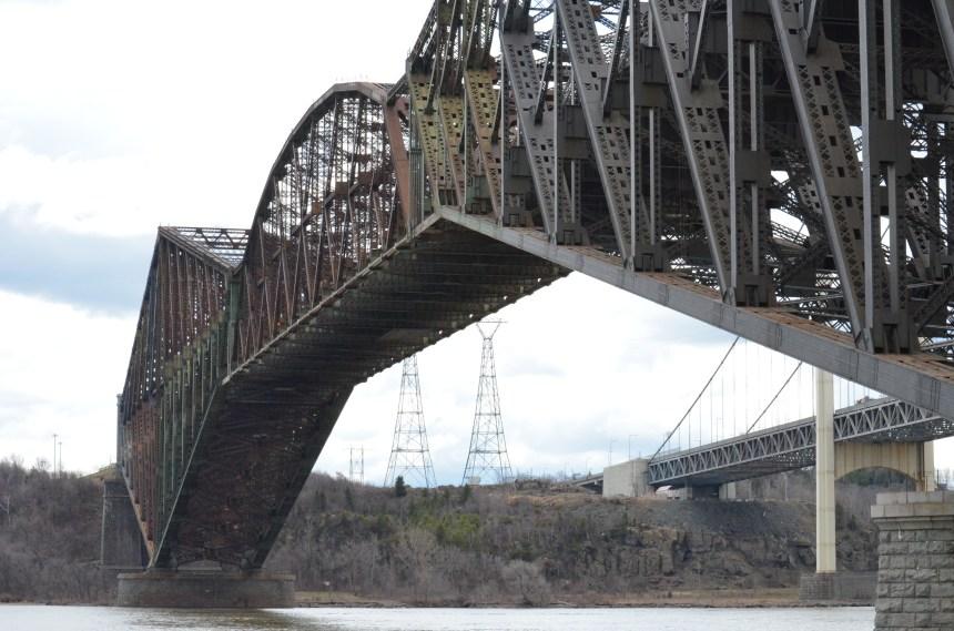 Travaux d'entretien ces jours-ci sur les deux ponts