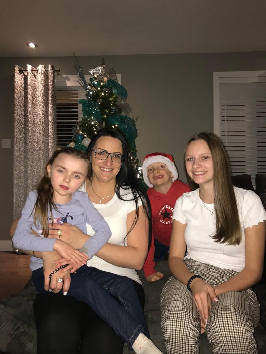 Une famille tissée serrée: Mégan Faucher cherche à aider sa demi-sœur atteinte du syndrome de Rett