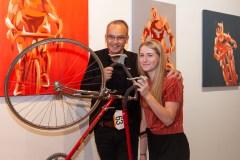 Des tableaux pour financer le vélo de compétition… et l'entraide