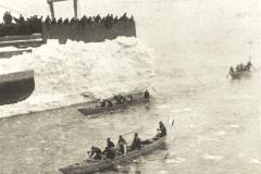 Naviguer en canot sur les glaces: du transport au sport