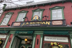 Les propriétaires de l'épicerie J.A. Moisan s'en départissent