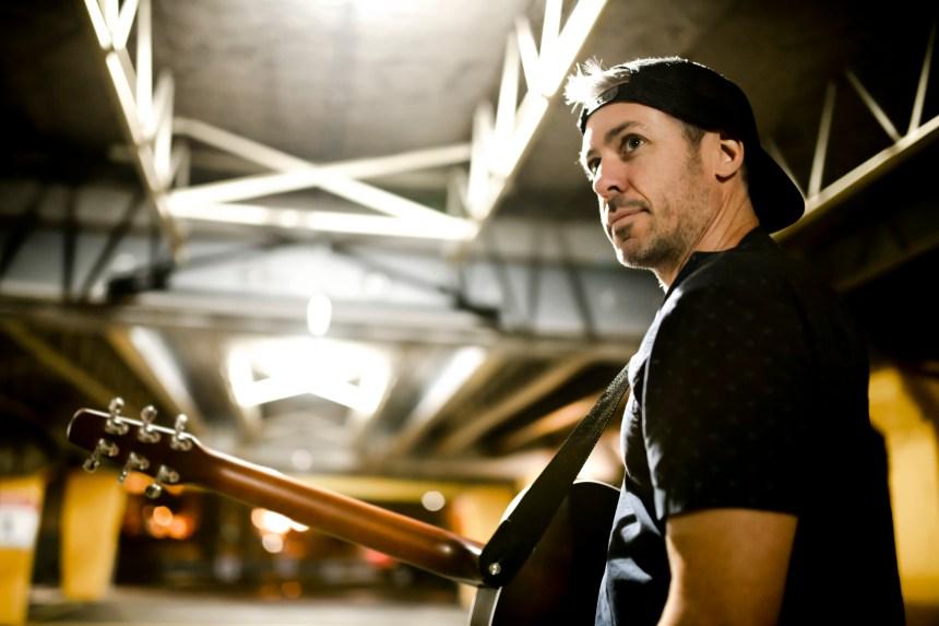 Simon Bussières, le musicien caméléon