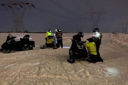 Patrouille à motoneige sur la Côte