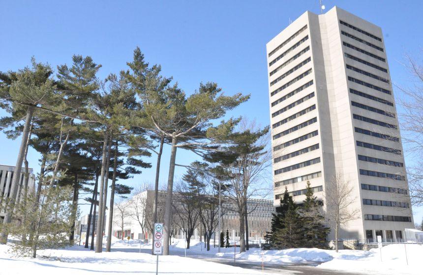Université Laval: communications espacées et visites reportées