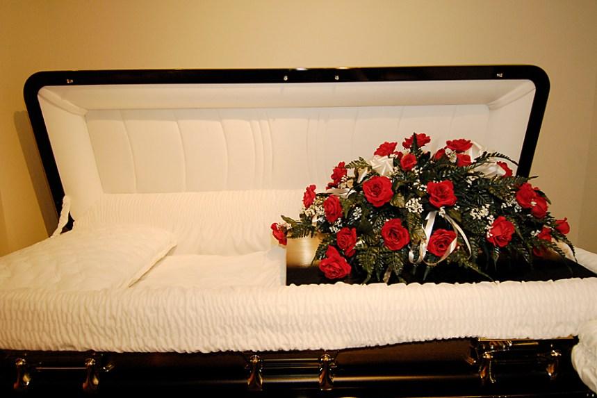 COVID-19: les cérémonies funéraires s'adaptent en temps de crise