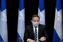 François Legault encourage les Québécois à porter le masque