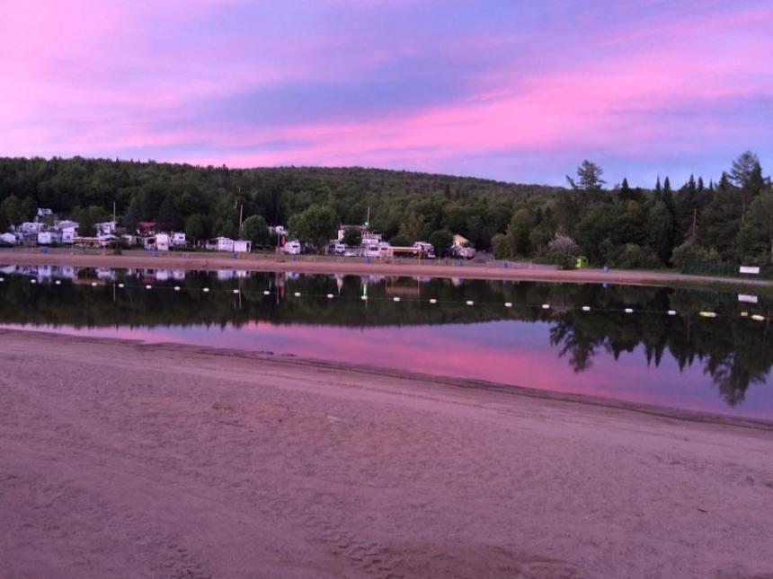 La plage du Camping des Laurentides fermée au public pour l'été