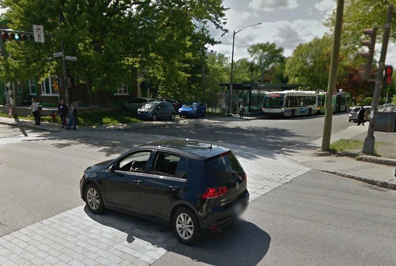 Un piéton happé par un autobus