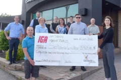 Deux IGA remettent 5969$ à Solidarité Familles