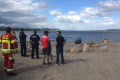 L'équipe de sauvetage nautique vient en aide à un planchiste
