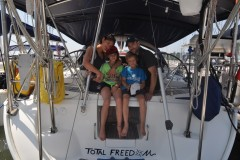 Naviguer sur l'eau en famille pour quatre ans