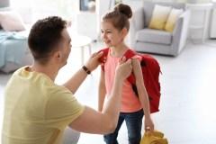 Six signes que quelque chose cloche avec le sac à dos de votre enfant