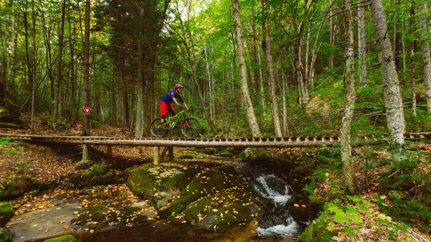 Faites du vélo de montagne sur le fameux Mont-Sainte-Anne près de Québec