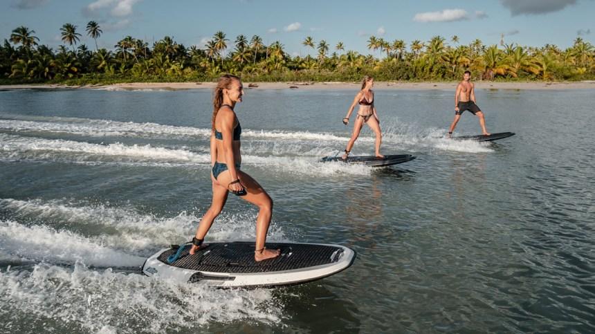 Une planche de surf électrique à faire rêver les amateurs de sports nautiques