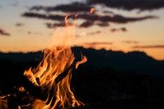 Allumez votre feu de camp en un instant même si votre bois est humide