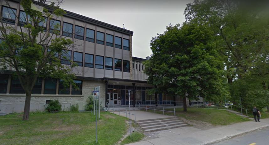 COVID-19: 320 élèves privés de cours en présentiel à l'école Jean-de-Brébeuf
