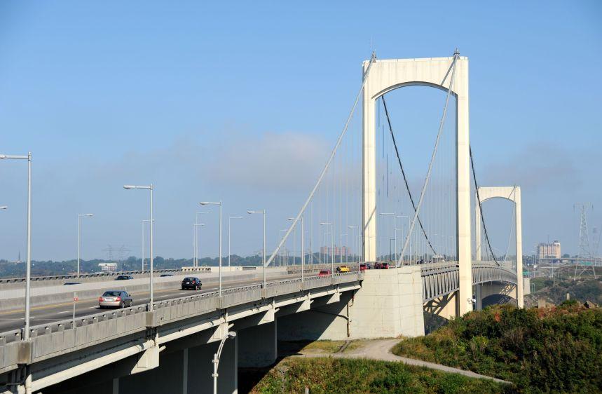 Le pont Pierre-Laporte enjambe le fleuve depuis 50 ans