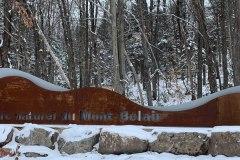 Joggez le long des pistes enneigées du parc Naturel du Mont-Bélair