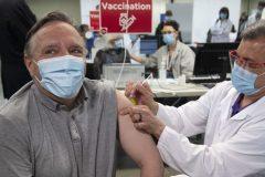 COVID-19: François Legault a reçu sa première dose de vaccin