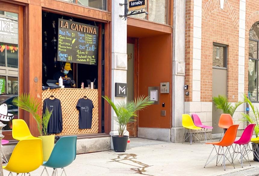 Un stand de cuisine de rue mexicaine installé sur la rue St-Joseph pour l'été