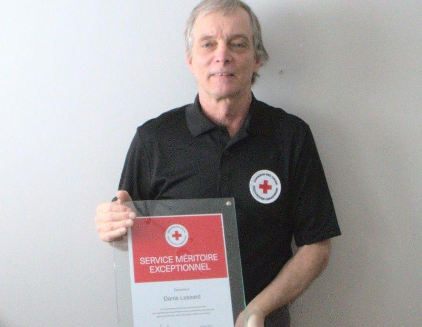 Denis Lessard honoré par la Croix-Rouge