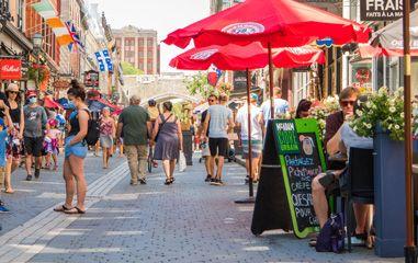 Retour des rues animées au centre-ville de Québec
