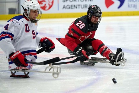 Les parahockeyeurs canadiens l'emportent