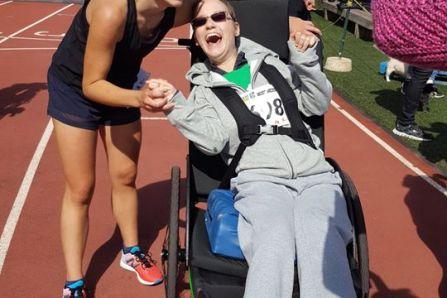 Courir avec une personne à mobilité réduite