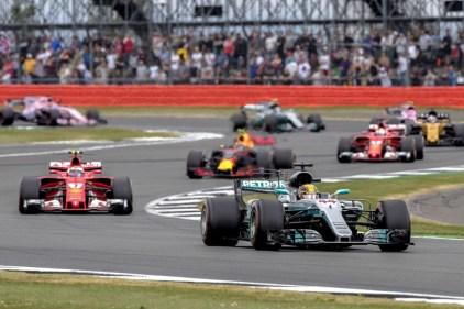 Hamilton spadroneggia. Vettel beffato dalle gomme
